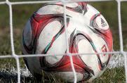 ball, fußball, Ball im Netz, Symbolbild, Symbol, Torfabrik, Saison 2014 / 2015, Ball im Tor, Ball hinter der Linie, ball, fußball, Ball im Netz, Symbolbild, Symbol, Torfabrik, Saison 2014 / 2015, Ball im Tor, Ball hinter der Linie