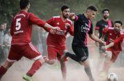 Hier war die Welt in Lohberg noch in Ordnung: Beim Relegationsspiel 2017 gegen Vatan Spor Solingen (rote Trikots).