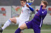 Mintard um Julian Piontek (l.) überraschte am 19. Landesliga-Spieltag. Blau-Weiß besiegte Tim Falkenrecks Jahn Hiesfeld.