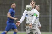 Stephan Nachtigall vom Bezirksligisten Vogelheimer SV bringt den Ball unter Kontrolle.