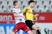 Dennis Wibbe (r.) verlässt den VfB Homberg.