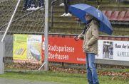 """""""Muss immer am Platz stehen"""", wie er selbst sagt: Fichte Lintforts Sportlicher Leiter Georg Mewes."""