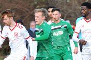 Für die SG Finnentrop-Bamenohl (grüne Trikots) startet am Sonntag das Abenteuer Oberliga.
