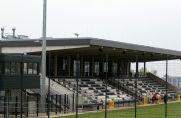 Die Tribüne im Stadion der SSVg Velbert bleibt am Samstag leer.