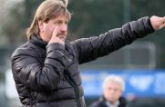 Als das Spiel der eigenen Mannschaft die größte Sorge war: Thorsten Möllmann, starker Mann beim SC 20 Oberhausen, coacht an der Seitenlinie.