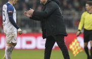 Danilo Soares (links) im Gespräch mit seinem Trainer Thomas Reis (rechts).