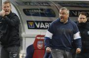 Thomas Reis (vorne) bejubelt den Sieg gegen den 1. FC Heidenheim.