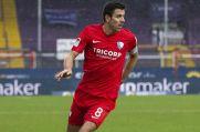 VfL Bochums Kapitän Anthony Losilla beim Dribbling.