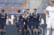Die Spieler des VfL Bochum bejubeln das 1:0 durch Milos Pantovic.