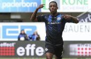Der Neu-Bochumer Christopher Antwi-Adjei bejubelt einen Treffer für seinen bisherigen Arbeitgeber SC Paderborn.