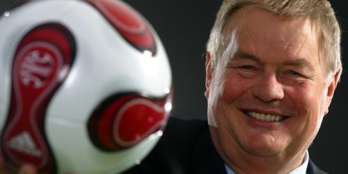 """Leitet nach eigener Aussage bald """"einen der reichsten Klubs der Welt"""": Schalkes Präsident Josef Schnusenberg. (Foto: firo)"""