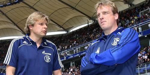 """Von """"seinem"""" FC Schalke tief enttäuscht: Mike Büskens, hier mit Youri Mulder (Foto: firo)."""
