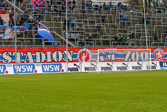 stadion, WSV, Wuppertaler SV, Wuppertal, Banner, Stadion am Zoo, Symbolbild, Stehtribüne, stadion, WSV, Wuppertaler SV, Wuppertal, Banner, Stadion am Zoo, Symbolbild, Stehtribüne