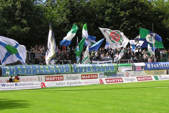 Oberliga Westfalen, Gütersloh, Heidewaldstadion, FC Gütersloh Fans, Uhrkurve, Oberliga Westfalen, Gütersloh, Heidewaldstadion, FC Gütersloh Fans, Uhrkurve