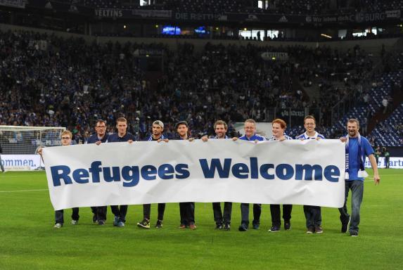 Transparent, Schalke Fans, Banner, Refugees Welcome, Transparent, Schalke Fans, Banner, Refugees Welcome
