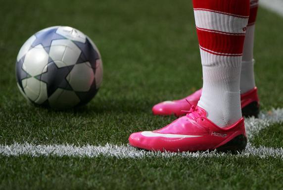 FC Bayern München, Franck Ribery, Schuhe pink Rosa, ecke, FC Bayern München, Franck Ribery, Schuhe pink Rosa, ecke