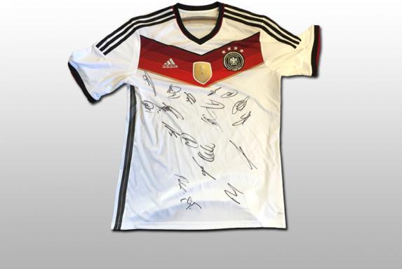 RS-Aktion: Ersteigert WM-Handschuhe und DFB-Trikot