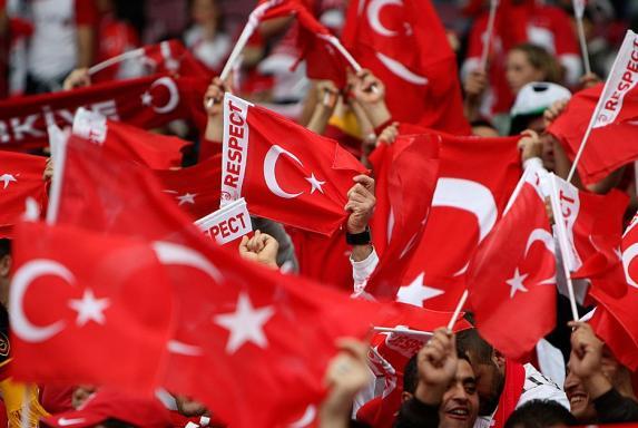 Testspiel: Türken stören Schweigeminute für Opfer von Paris