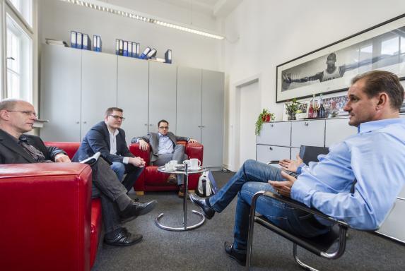 Berater wehren sich: Das Geschäft mit den Fußballprofis