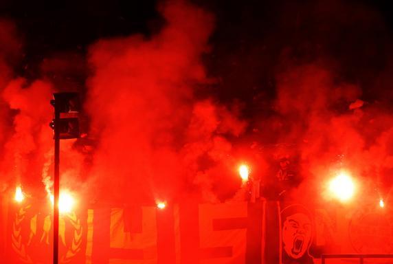 Regionalliga: Kickers-Fans zahlen Strafe für Pyro selbst