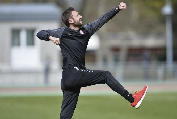 Bestätigt Rot-Weiss Essens U19 ihre bisherigen Leistungen, kann Trainer Damian Apfeld am Saisonende jubeln - falls die Spielzeit überhaupt fortgesetzt wird.
