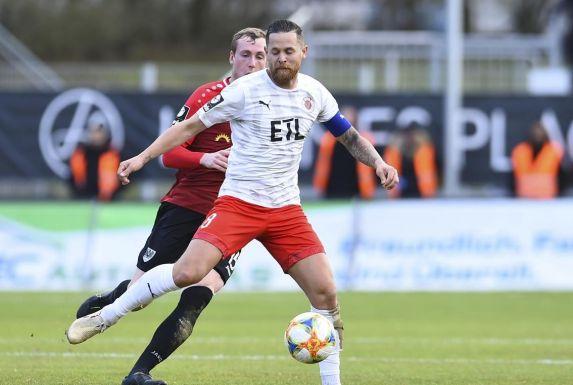 Mike Wunderlich (vorne) vom Drittligisten Viktoria Köln spielte mit seinem Team auch schon NRW-Liga.