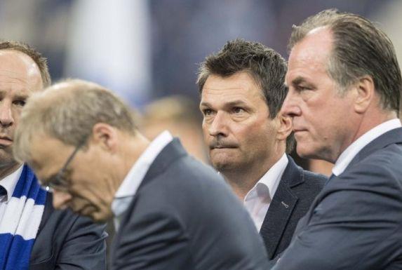 Da war die Welt noch in Ordnung auf Schalke: v.l. Alexander Jobst, Peter Peters, Christian Heidel und Clemens Tönnies stehen im Mai 2017 beisammen.