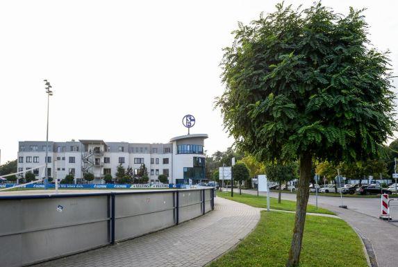 Das Schalker Vereinsgelände bleibt aber weiterhin Volkan Ünlüs Arbeitsplatz.