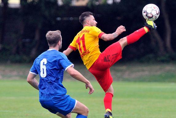 Mohamad Karschod (r.) steht mit der SG CF Kurdistan Bochum im Finale des Bochumer Kreispokals.