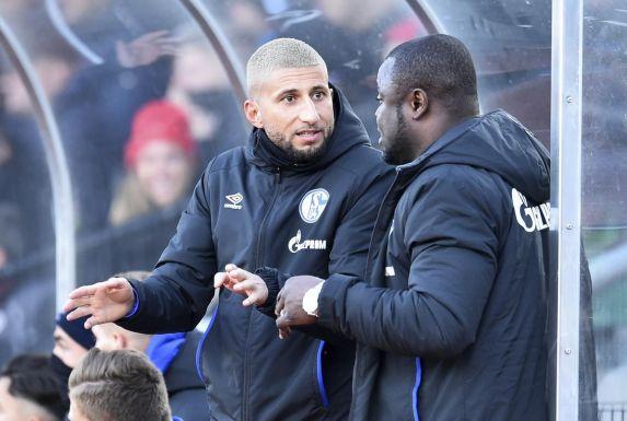 Gerald Asamoah (rechts) teilte Fatih Candan mit, dass er nach zwei Jahren auf Schalke keinen neuen Vertrag erhält.