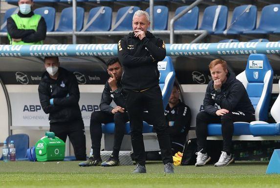 Konnte mit der ersten Halbzeit seines MSV Duisburg in Magdeburg nicht zufrieden sein: Coach Pavel Dotchev.