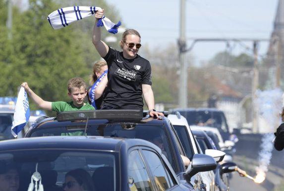 Bochumer Fans feiern den Sieg gegen den SSV Jahn Regensburg.
