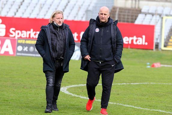 Stephan Küsters, Wuppertals Sportchef, und WSV-Trainer Björn Mehnert planen die neue Saison.