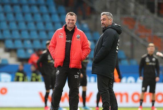 Uwe Koschinat (links) gönnt seinem Trainerkollegen Thomas Reis den Bundesliga-Aufstieg.