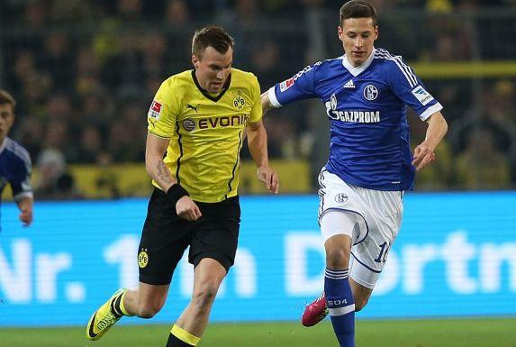Kevin Großkreutz (links) im BVB-Trikot gegen Schalkes Julian Draxler.