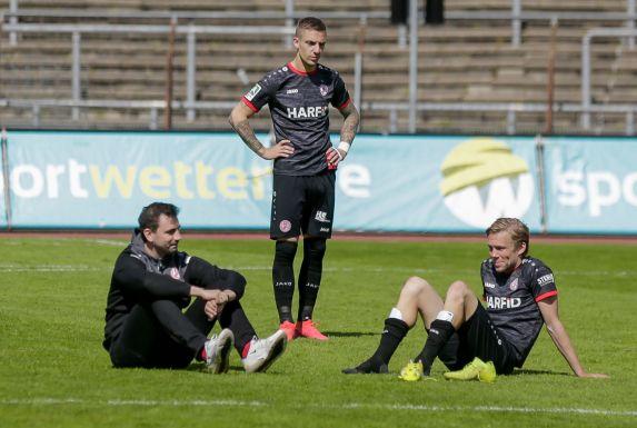 Dennis Grote (hier mit Jörn Nowak und Marco Kehl-Gómez) war sichtlich enttäuscht.