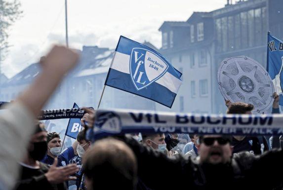 Die VfL-Fans feiern den Aufstieg.
