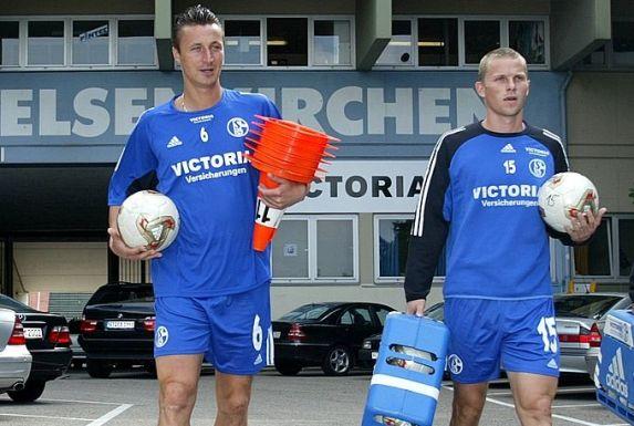 Tomasz Hajto (links) und Tomasz Waldoch bildeten einst auf Schalke eines der besten Innenverteidiger-Paare der Bundesliga.