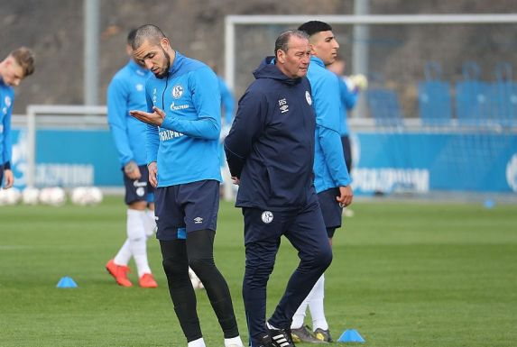 Nabil Bentaleb (li.) und Huub Stevens vom FC Schalke 04. (