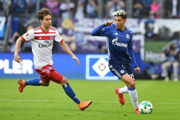Schalkes Amine Harit (rechts) beim Dribbling.