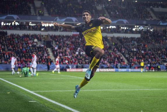 Achraf Hakimi jubelt für Borussia Dortmund.
