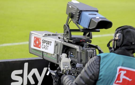 Schalke - HSV: Sky-Aufreger bei Gedenkminute
