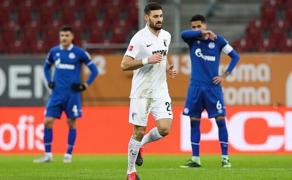 FC Augsburg: Ex-Schalker trotz Impfung positiv - Gegner sagt Test ab