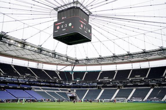 Bundesliga: Frankfurt vor 25 000 Fans gegen Augsburg