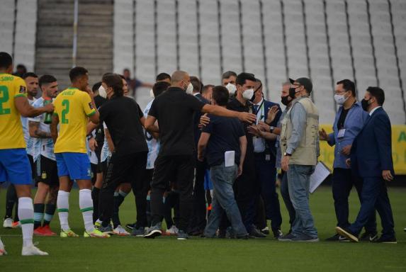 Brasilien - Argentinien: Spielabbruch, Behörde stürmt Platz