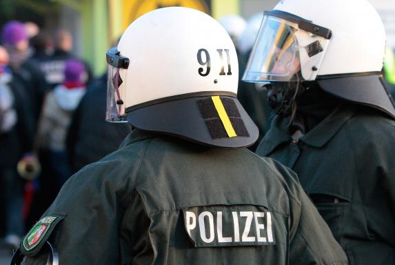 Polizeieinsatz, Wuppertaler SV, VfB Homberg, Saison 2014/15, Polizeieinsatz, Wuppertaler SV, VfB Homberg, Saison 2014/15