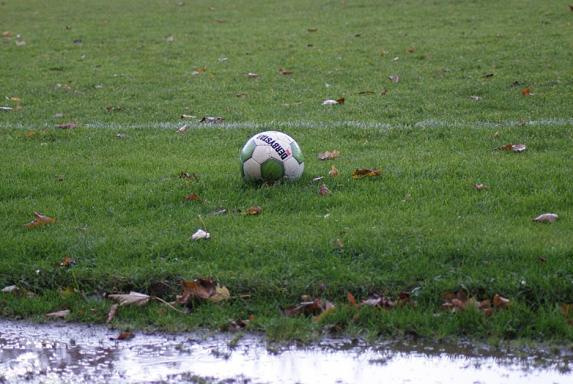 fußball, Regen, Platzsperre, Symbol, fußball, Regen, Platzsperre, Symbol