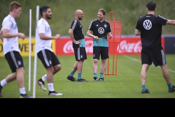 Antonio di Salvo (Mitte links) ist neuer U21-Trainer.