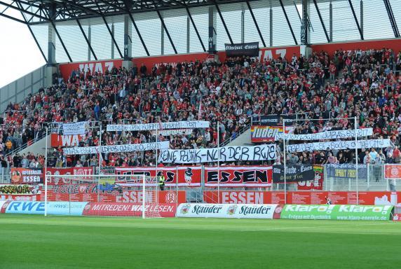 Rot-Weiss Essen, RWE-Fans, Saison 2013/2014, Westtribüne, Rot-Weiss Essen, RWE-Fans, Saison 2013/2014, Westtribüne
